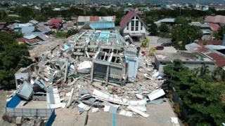 زلزله و سونامی اندونزی؛ نگرانی از به تله افتادن مردم زیر آوار - 1