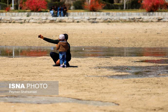 جاری شدن آب در زاینده رود نشاط نوروزی را دو چندان کرد+تصاویر - 25