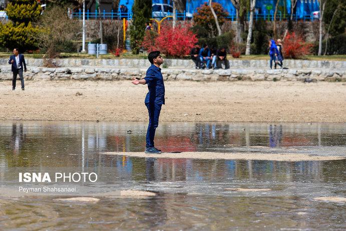 جاری شدن آب در زاینده رود نشاط نوروزی را دو چندان کرد+تصاویر - 23