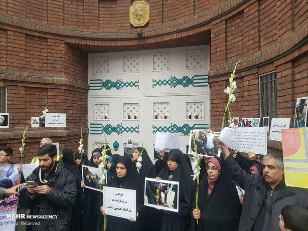 تجمع مقابل سفارت فرانسه در تهران+عکس - 13