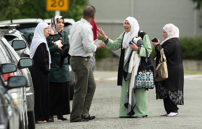 فاجعه تروریستی در نیوزیلند؛ تروریستها ۴۰ نمازگزار را در مسجد کشتند/ تروریست استرالیایی از عملیات خود بطور زنده فیلم گرفت - 12