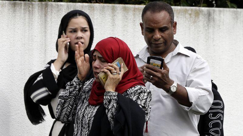 فاجعه تروریستی در نیوزیلند؛ تروریستها ۴۰ نمازگزار را در مسجد کشتند/ تروریست استرالیایی از عملیات خود بطور زنده فیلم گرفت - 14