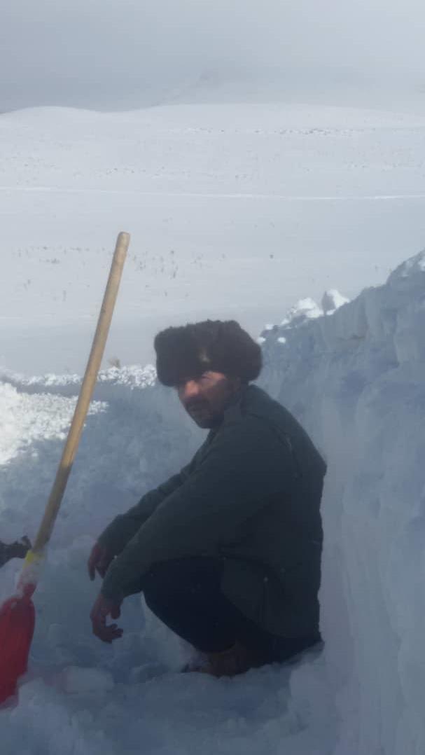 گفتگو با معلمی که برای دانش آموزانش در دل برف تونل زد (+عکس) - 45