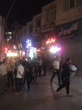 صف شبانه برای فروش دلار (عکس) - 5
