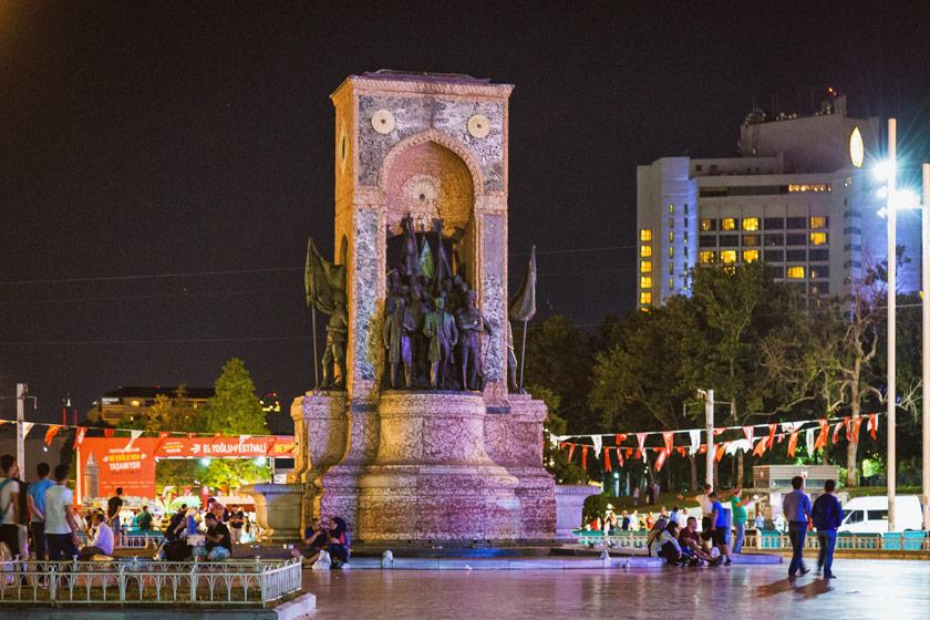 گردشگری نامتوازن؛  از میدان «ساعت» ساری تا میدان «تکسیم» استانبول - 4
