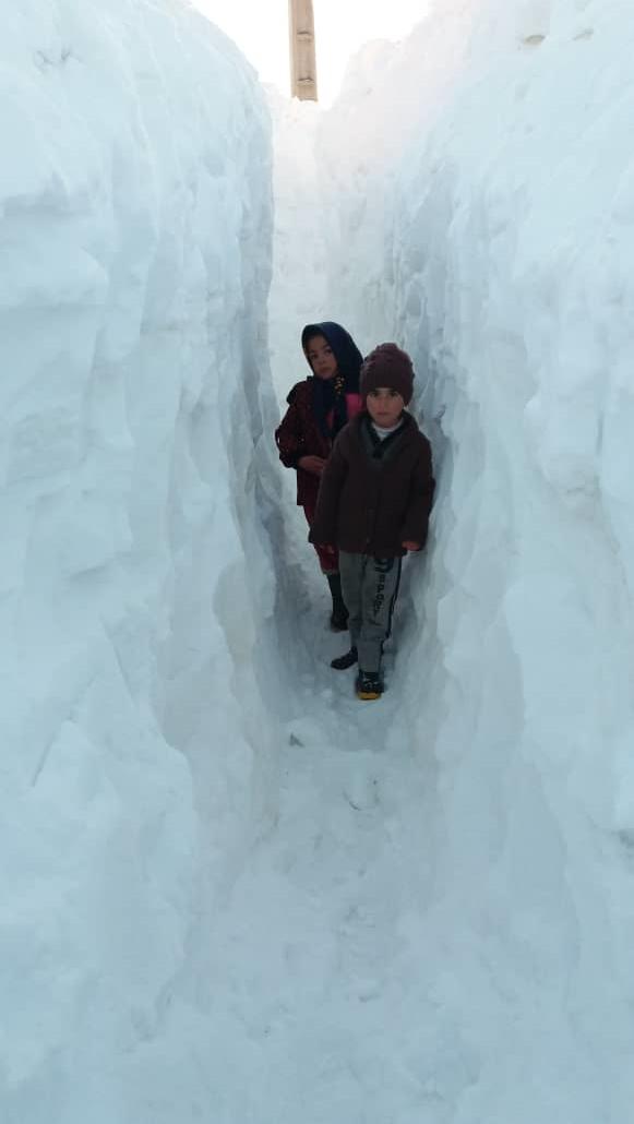 گفتگو با معلمی که برای دانش آموزانش در دل برف تونل زد (+عکس) - 59