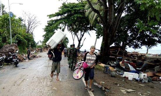 بلایی که سونامی مرگبار سر مردم اندونزی آورد - 5