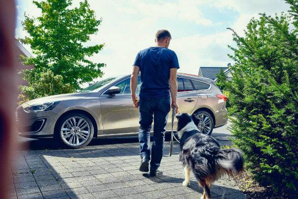 چگونه یک سگ باعث بهبود طراحی داخلی فورد فوکوس استیشن شد؟ - 14