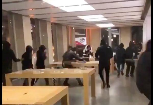 جلیقه زردهای فرانسه فروشگاه اپل را غارت کردند [تماشا کنید] - 8