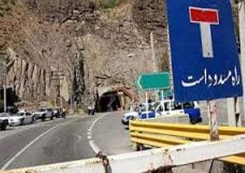 ریزش کوه در محور هراز/ جاده مسدود شد