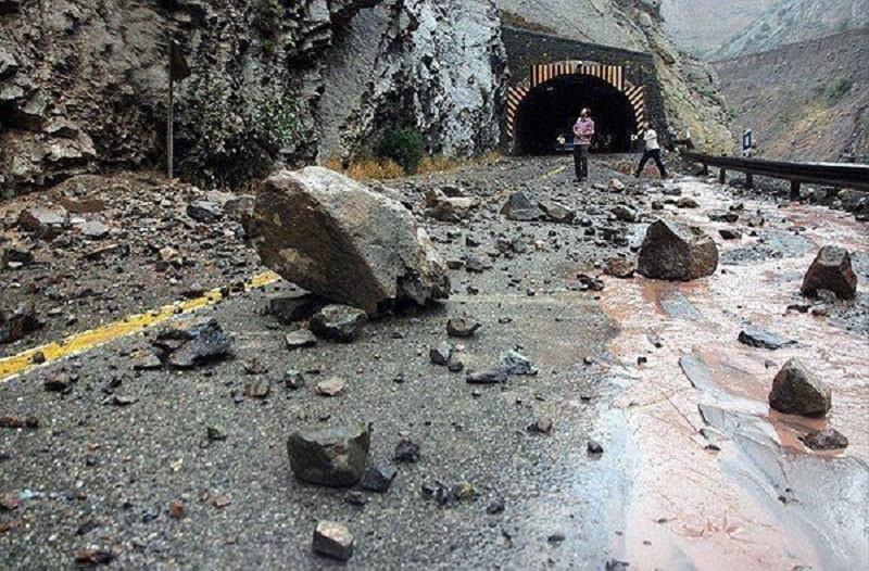 ریزش کوه در محور هراز/ جاده مسدود شد - 2