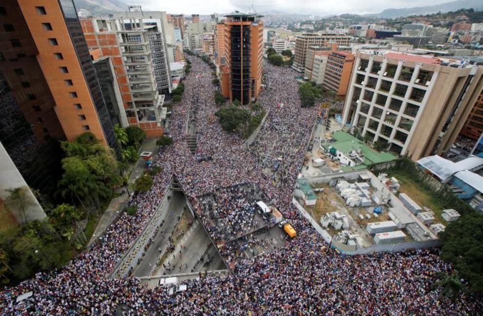 تصاویر لحظه به لحظه قیام مردم ونزوئلا - 4