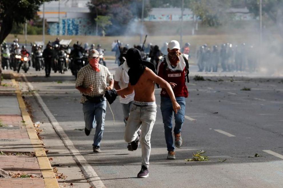 تصاویر لحظه به لحظه قیام مردم ونزوئلا - 12