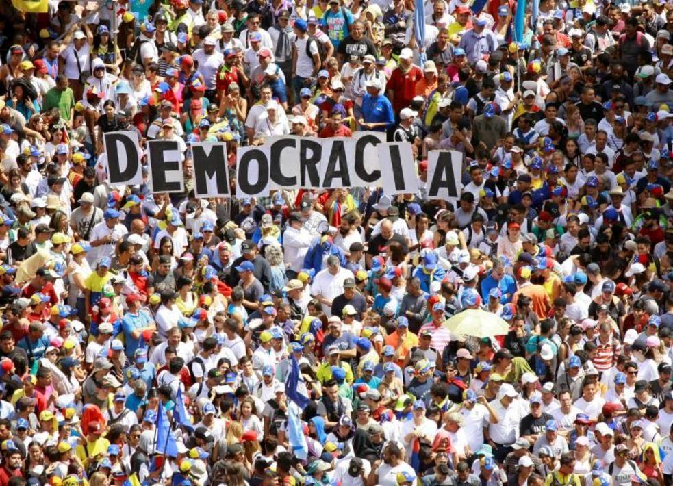 تصاویر لحظه به لحظه قیام مردم ونزوئلا - 10