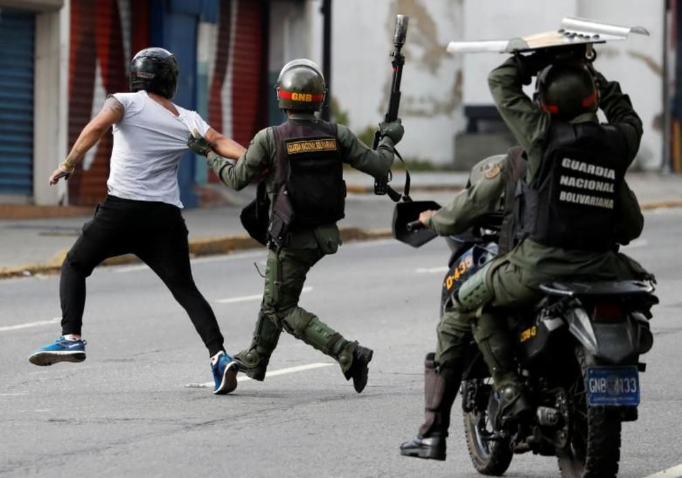 تصاویر لحظه به لحظه قیام مردم ونزوئلا - 31