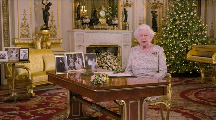 ملکه انگلیس در حال خواندن پیام کریسمس +عکس - 2