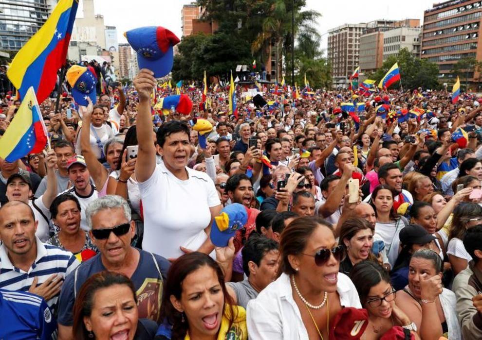 تصاویر لحظه به لحظه قیام مردم ونزوئلا - 15