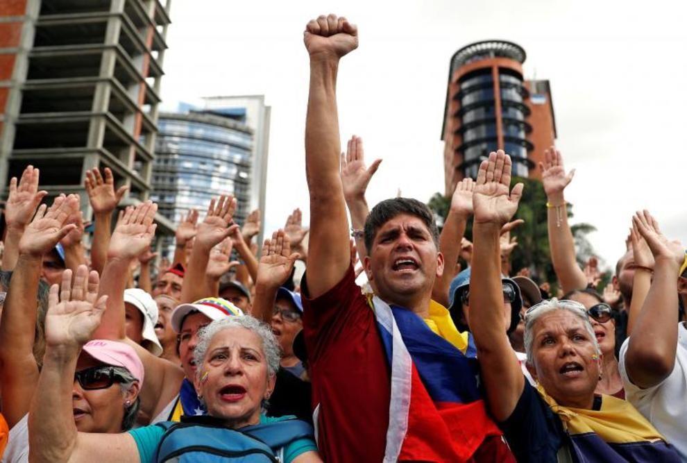 تصاویر لحظه به لحظه قیام مردم ونزوئلا - 34