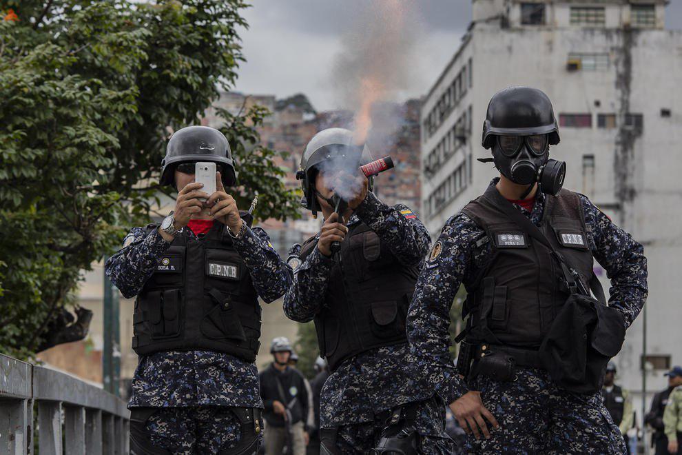 پلیس ونزوئلا در حال مقابله با تظاهرات +عکس - 2