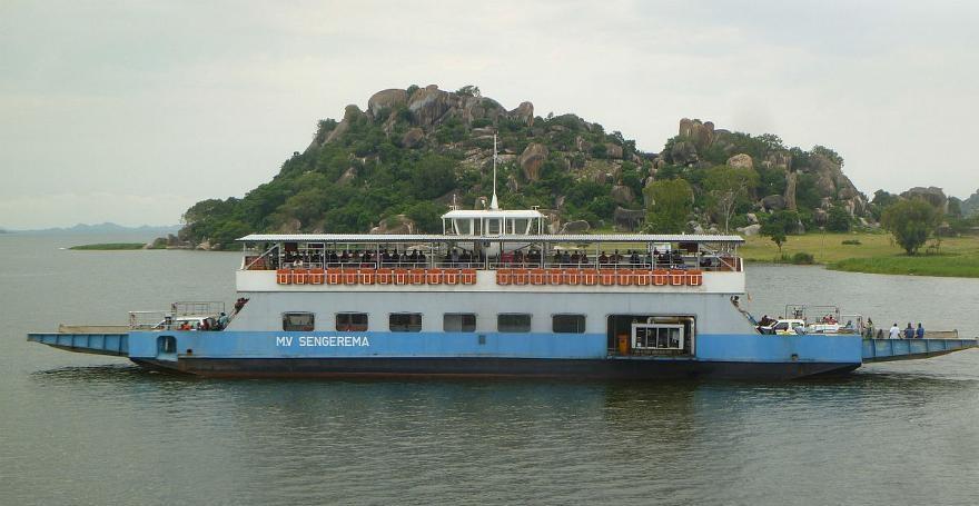 یک کشتی تفریحی در دریاچه ویکتوریا در تانزانیا غرق شد - 0