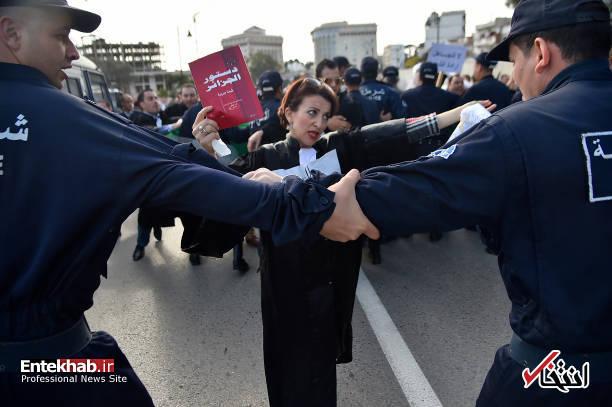 تصاویر: تظاهرات گسترده وکلا علیه عبدالعزیز بوتفلیقه - 17