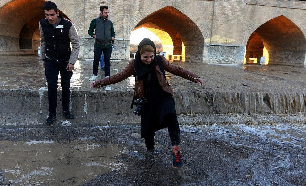 تصاویر: شادی اصفهانیها از بازگشت آب به زایندهرود - 13