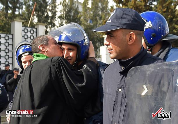 تصاویر: تظاهرات گسترده وکلا علیه عبدالعزیز بوتفلیقه - 16