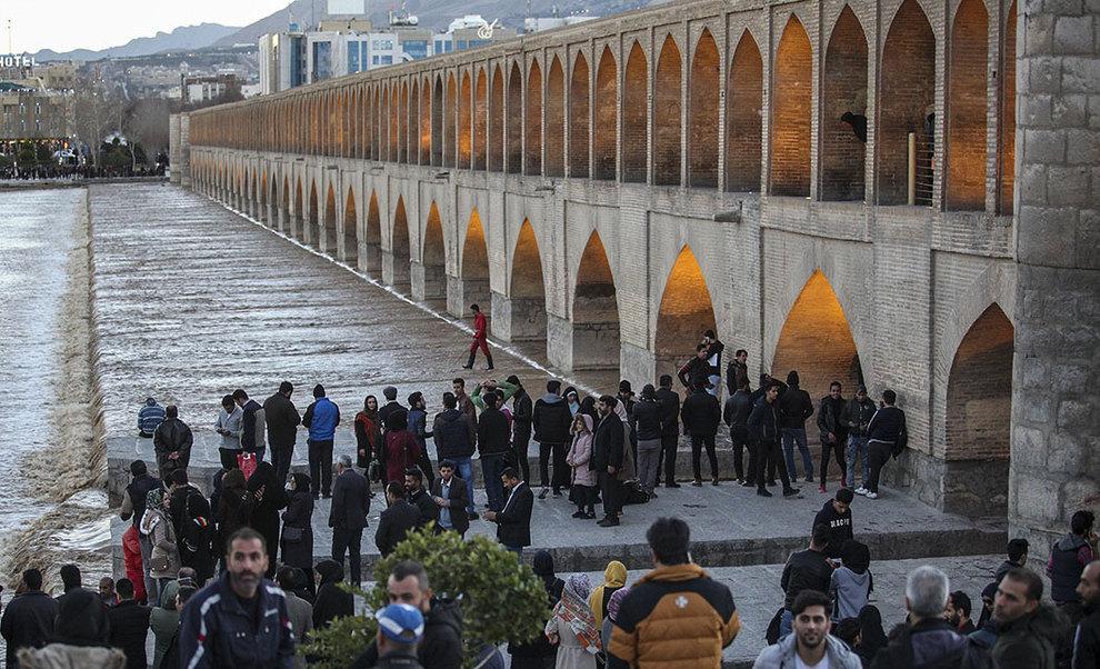 تصاویر: شادی اصفهانیها از بازگشت آب به زایندهرود - 14