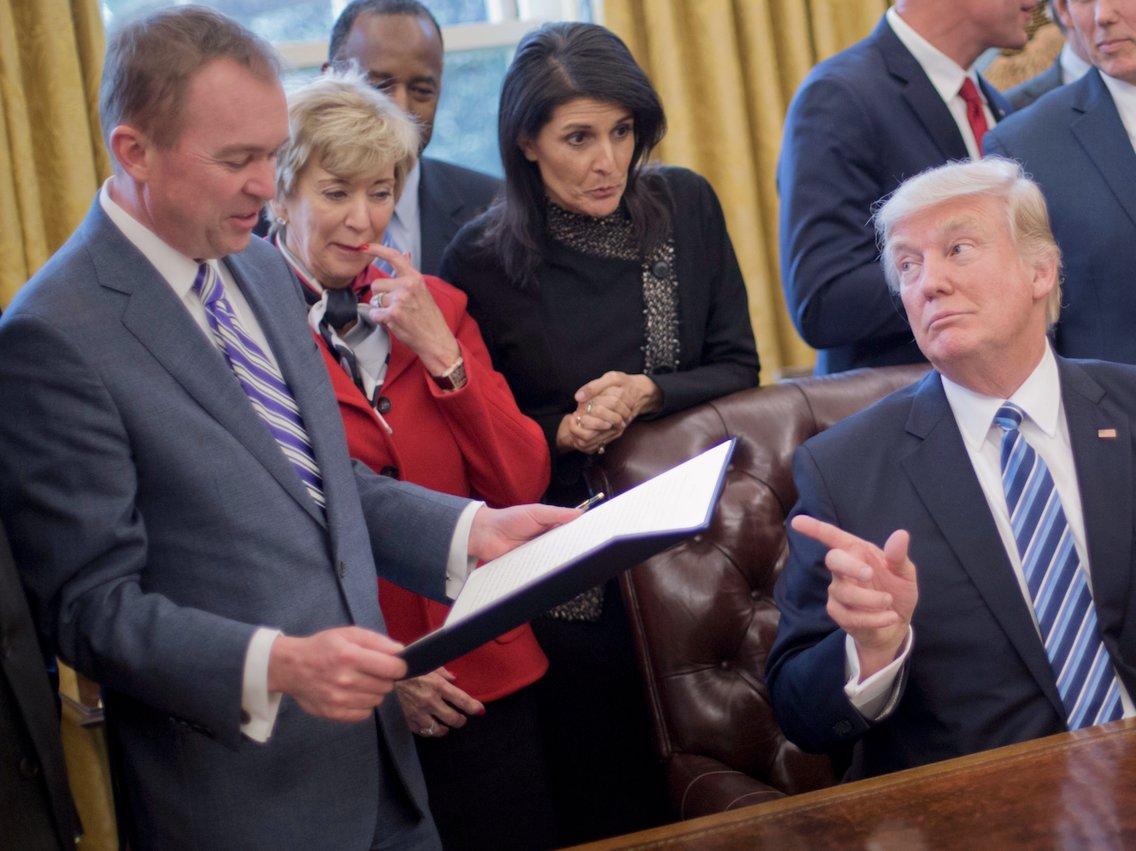 ترامپ میک مولوانی را به عنوان جایگزین رئیس کارکنان کاخ سفید معرفی کرد - 0