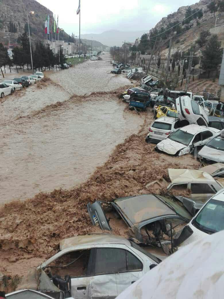 عکس/ واژگون شدن خودروها در طغیان رودخانه در دروازه قرآن شیراز - 1