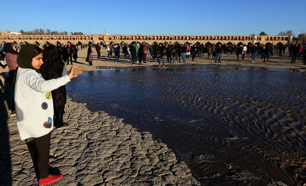 تصاویر: شادی اصفهانیها از بازگشت آب به زایندهرود - 10