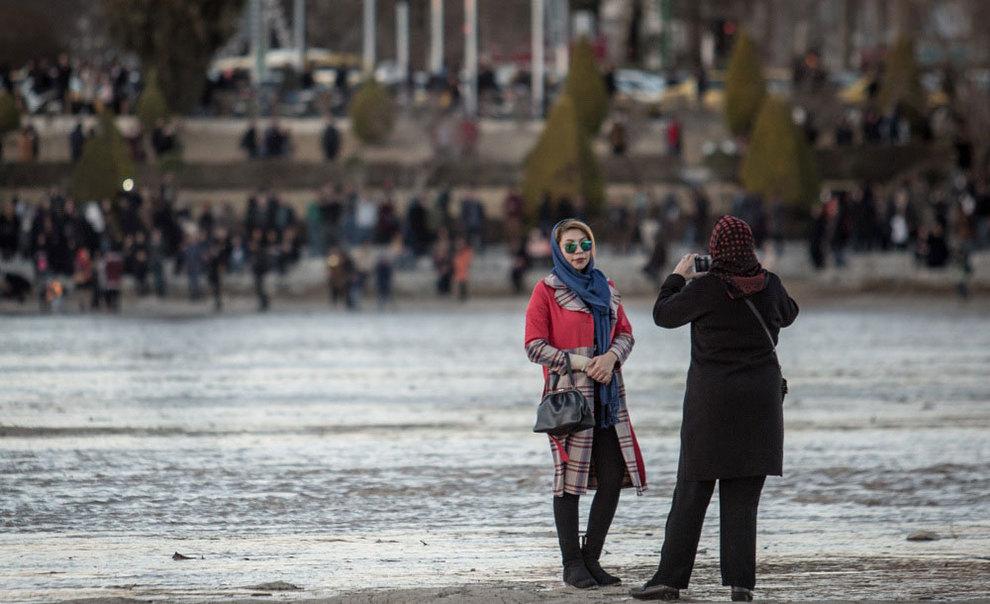 تصاویر: شادی اصفهانیها از بازگشت آب به زایندهرود - 16