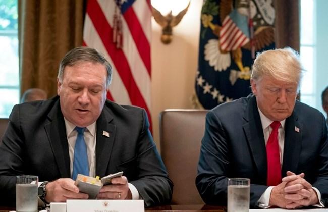 جنگ بین تندروها در کاخ سفید بر سر ایران / حملات، پومپئو و هوک را نشانه گرفته؛ هدف، پایان دادن به معافیتها به ۸ کشور برای خرید نفت ایران است - 0