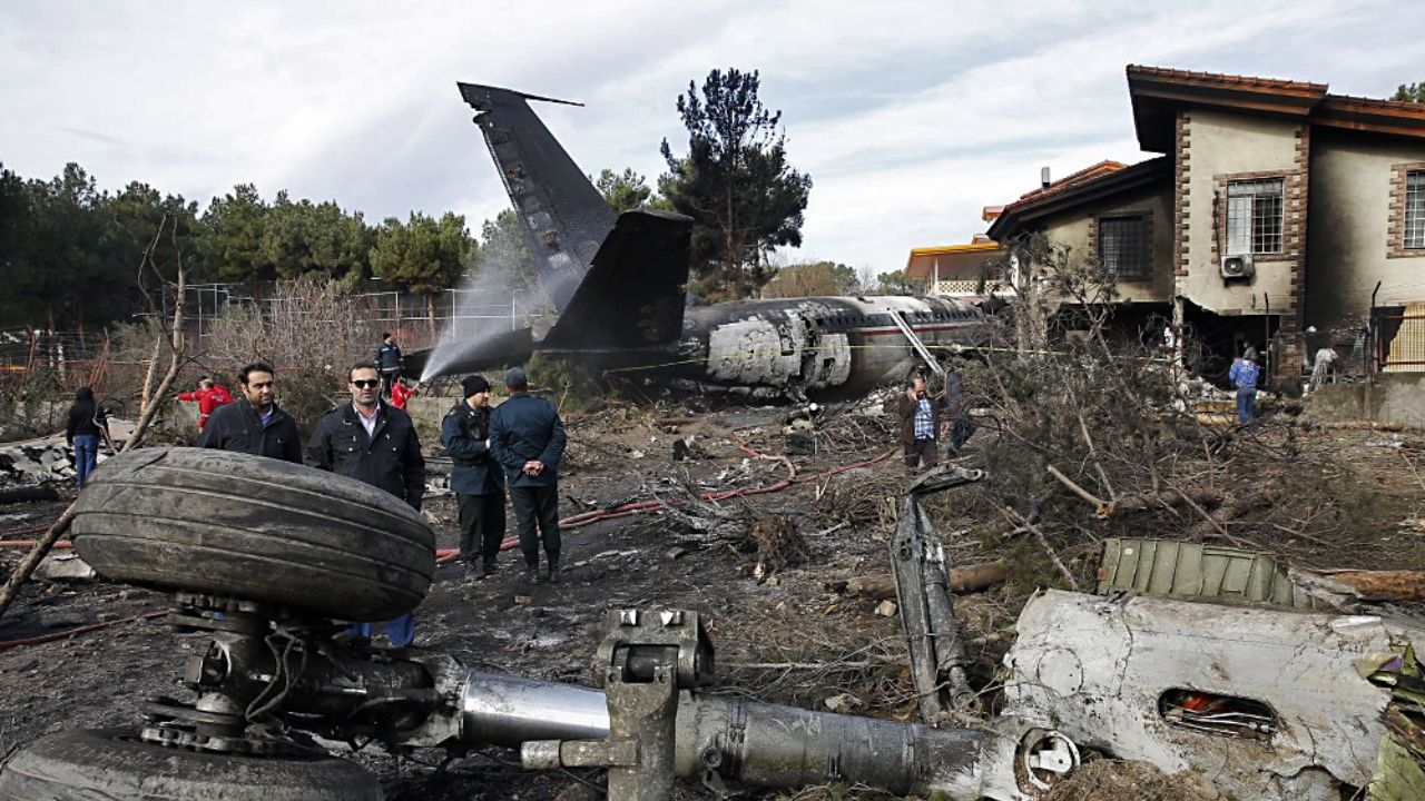 خانهای که هواپیما با آن اصابت کرده است + تصاویر - 5
