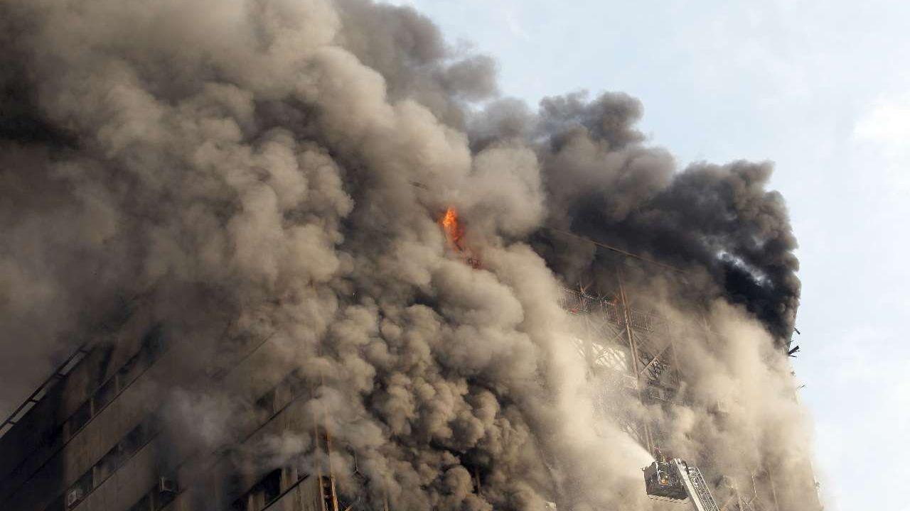 ۳۰ دی ۱۳۹۵؛ آتشسوزی و ریزش ساختمان پلاسکو + تصاویر - 11