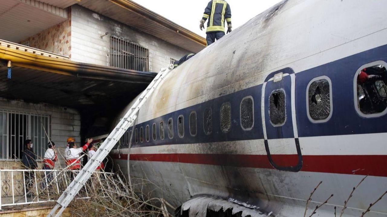 خانهای که هواپیما با آن اصابت کرده است + تصاویر - 6
