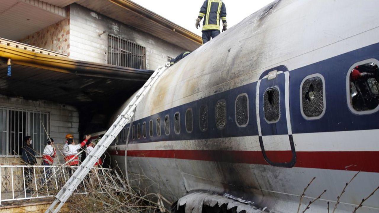 خانهای که هواپیما با آن اصابت کرده است + تصاویر - 1