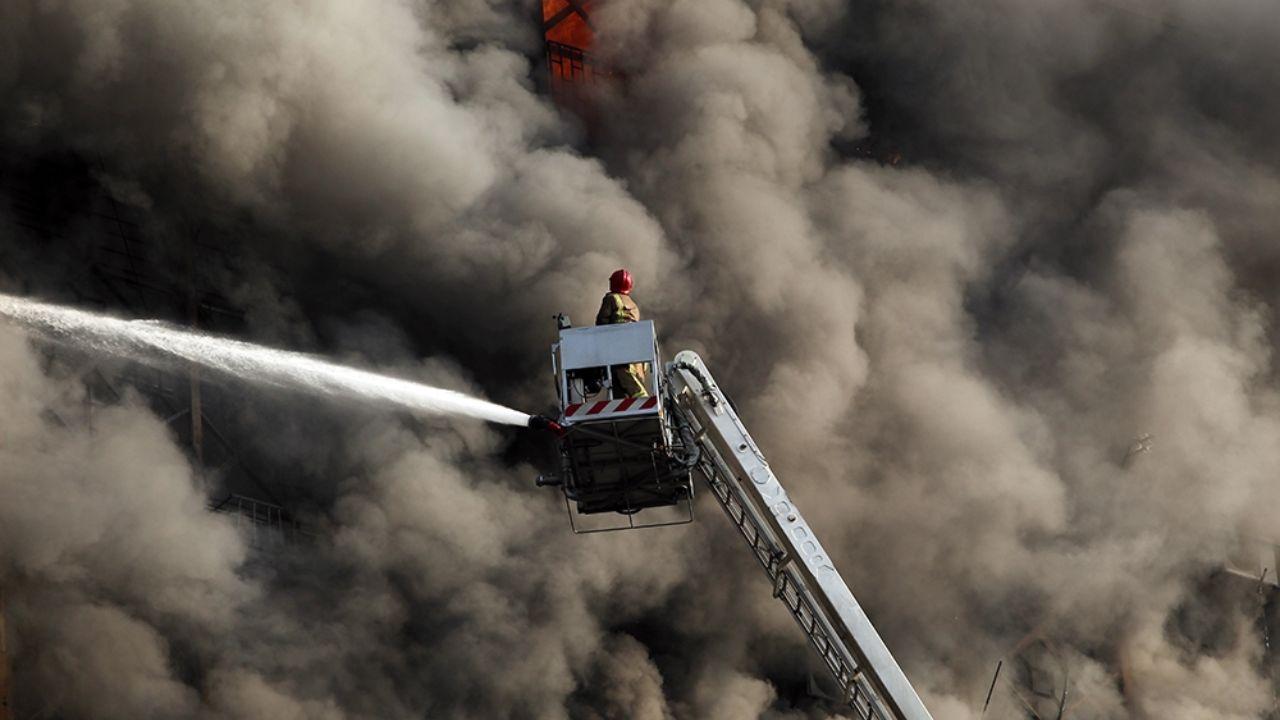 ۳۰ دی ۱۳۹۵؛ آتشسوزی و ریزش ساختمان پلاسکو + تصاویر - 12