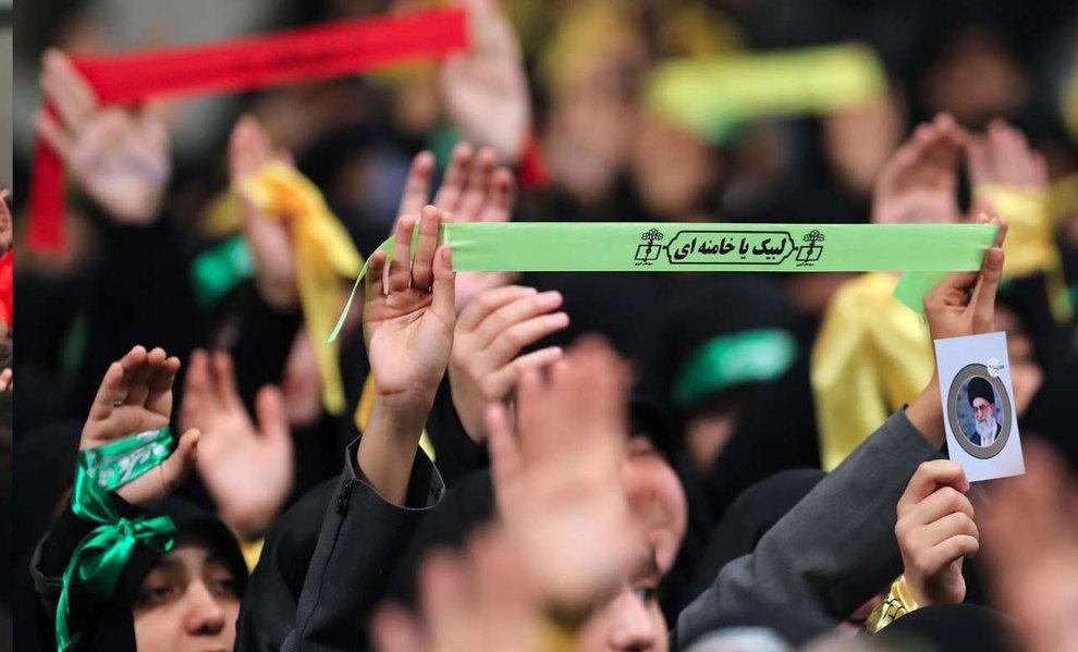 (تصاویر) دیدار رهبر انقلاب با دانش آموزان در آستانه ۱۳ آبان - 3