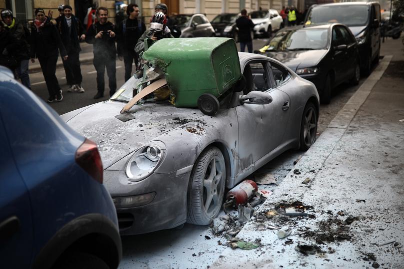 درگیریهای خونین مقابل پارلمان فرانسه - 9
