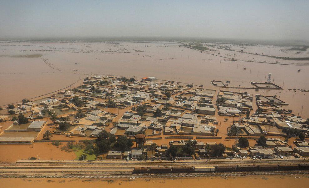 (تصاویر) بازدید هوایی وزیر کشور از مناطق سیلزده خوزستان - 7
