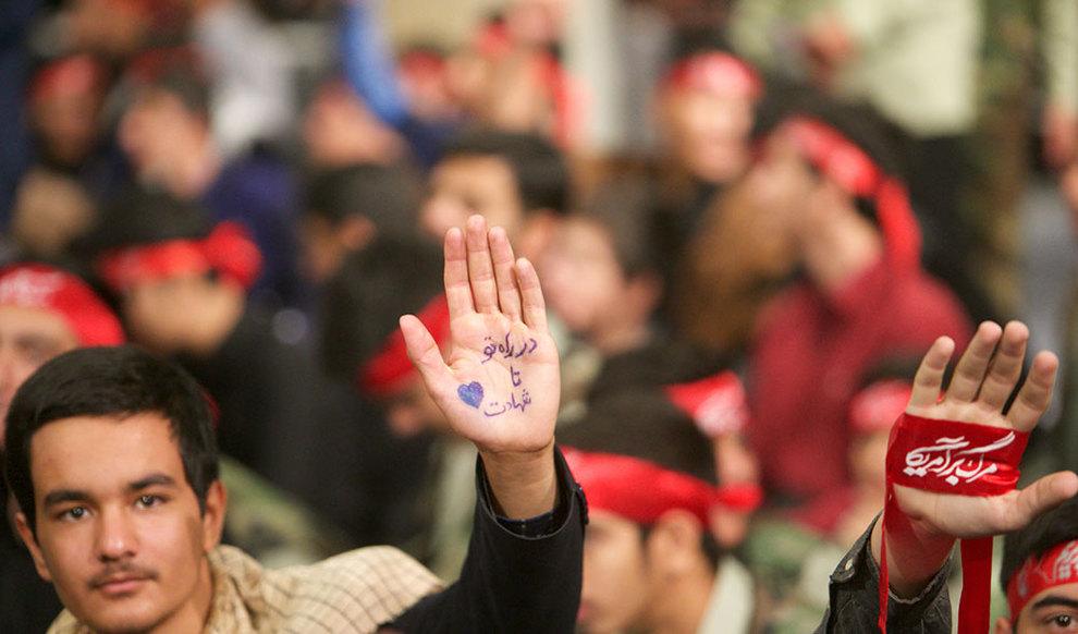 (تصاویر) دیدار رهبر انقلاب با دانش آموزان در آستانه ۱۳ آبان - 9