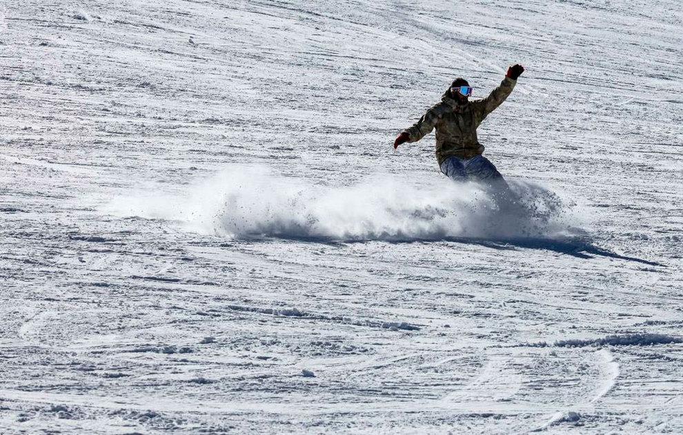 (تصاویر) لذت اسکی در برفهای پاییزی توچال - 10