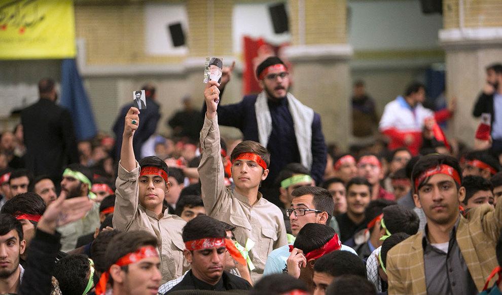 (تصاویر) دیدار رهبر انقلاب با دانش آموزان در آستانه ۱۳ آبان - 8