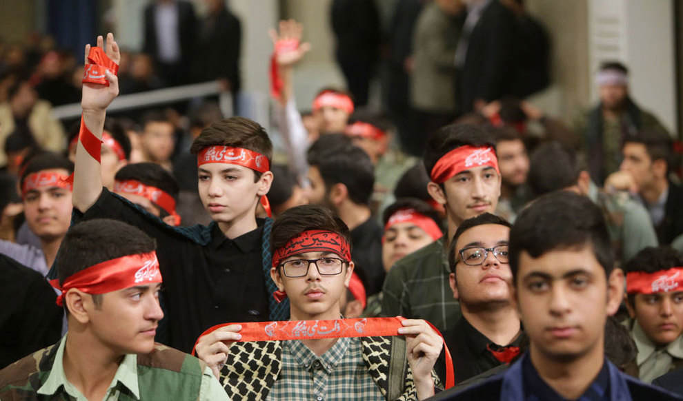 (تصاویر) دیدار رهبر انقلاب با دانش آموزان در آستانه ۱۳ آبان - 10