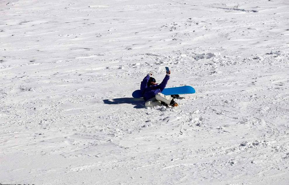 (تصاویر) لذت اسکی در برفهای پاییزی توچال - 12