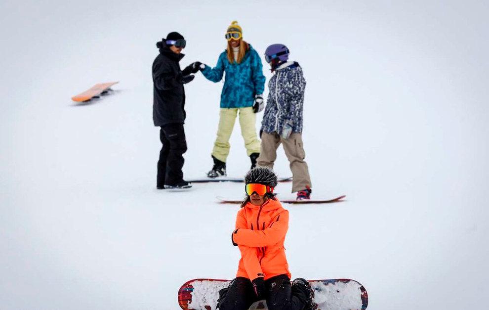 (تصاویر) لذت اسکی در برفهای پاییزی توچال - 1