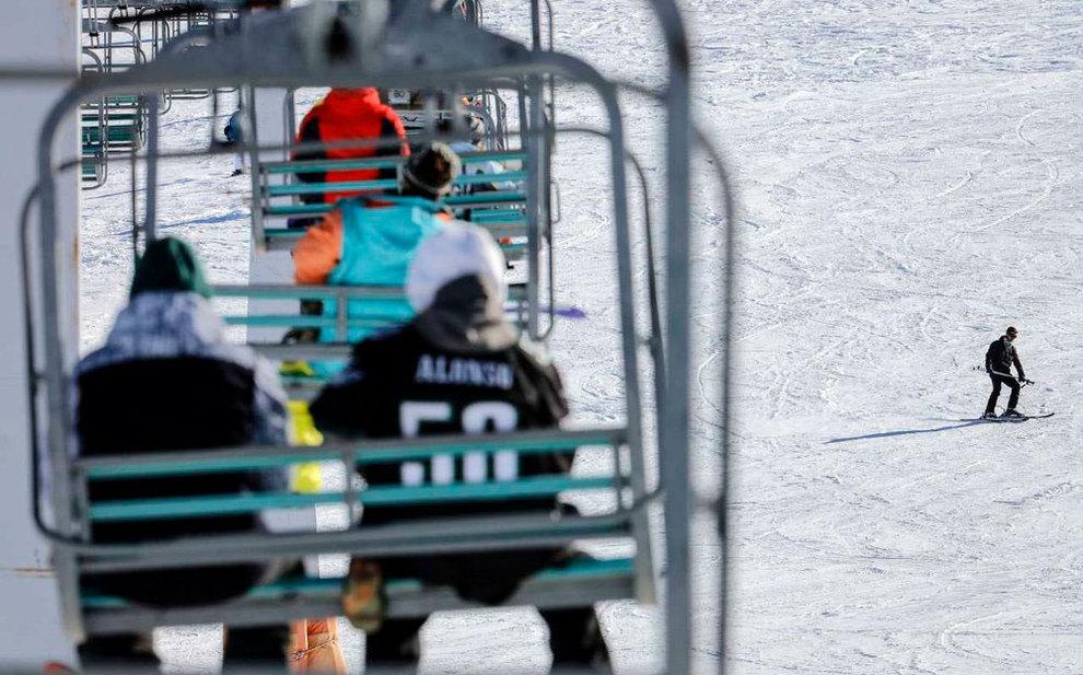 (تصاویر) لذت اسکی در برفهای پاییزی توچال - 8