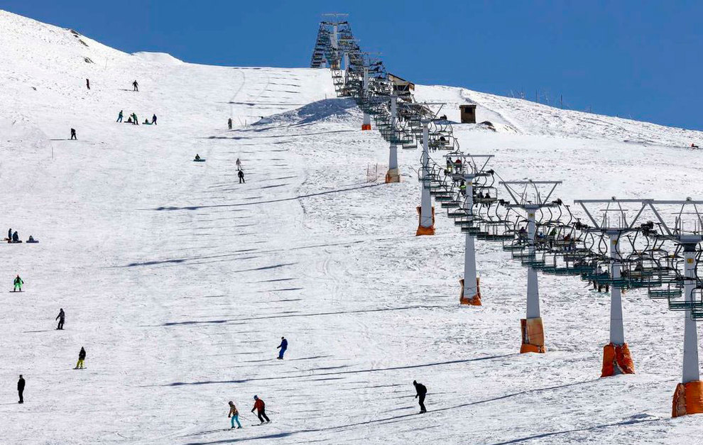 (تصاویر) لذت اسکی در برفهای پاییزی توچال - 5
