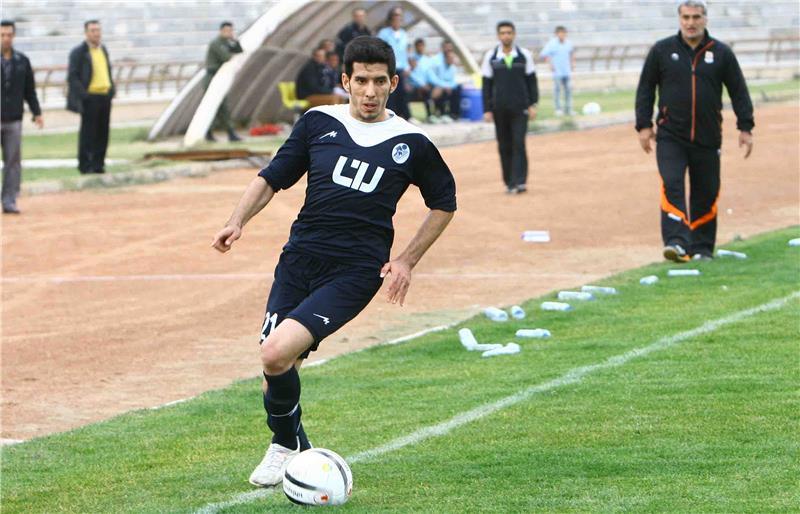 فوت بازیکن فوتبال بر اثر سقوط سنگ بر روی خودرویش - 0